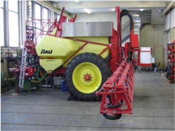 Anhängespritze (Firma Kverneland/Rau) mit 4000 l Behälter und Gestänge für 21 m Arbeitsbreite mit 41 Düsen; Bildquelle: ILT, Universität Bonn